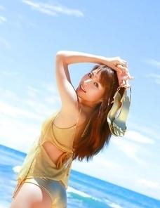 Saki Yamaguchi takes clothes off to feel sun of her skin