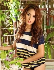 Asian beauty Winny Sung posing in the garden