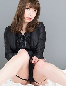 Tsubaki Katou poses naked, sucks on her toes, fingers herself, gets leg-fucked