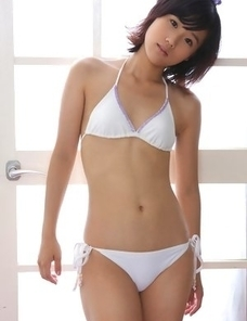 Yuzuki Hashimoto with hot body in bath suit offers flowers