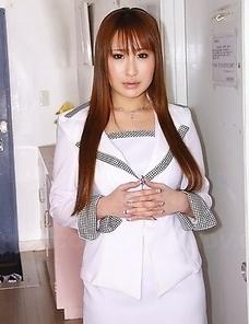 Elegant cheating wife Yuki Maya