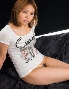Ayano Hidaka gives this dude an opportunity to blow his load on her sexy legs