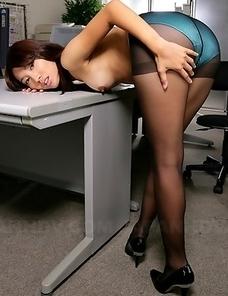 Hottie Anna Takizawa loves posing