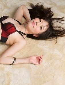 Leggy brunette Yuma Miyazaki posing on all fours in sexy heels+stockings combo
