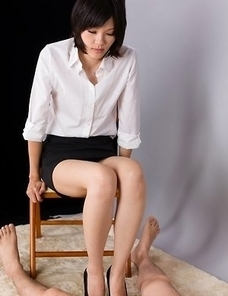 Stylish hottie in pumps Ryo Yuuki using her toes to get a guy off on camera