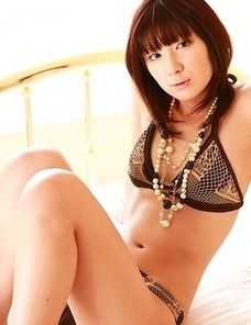 Miu Nakamura with sexy curves in lingerie is one hot babe