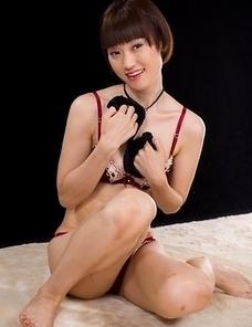 Big booty teen Mizuki using her trusty vibrator to get herself off on camera