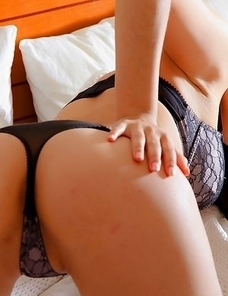 Numara Jay loves making you want her. She succeeds again as she lies on the bed with her arms spread wide.