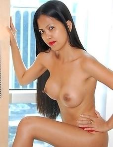 Slender sexy Filipina Leanne