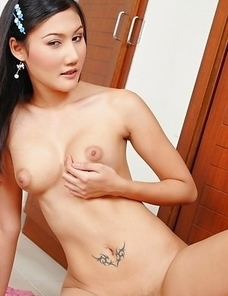 Jennifer Lee enjoys being naked so she starts dancing around the room, just to make your experience better than ever.