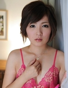 Kaede Oshiro in pink lingerie is such a hard